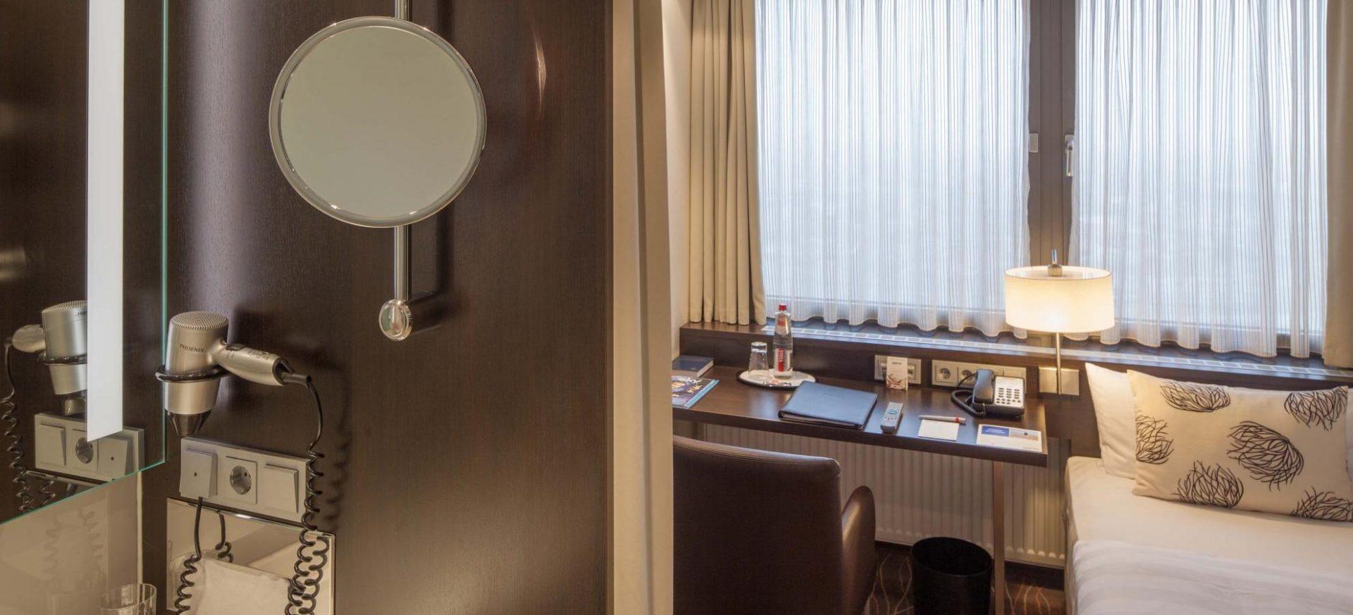 Park Inn by Radisson Berlin Alexanderplatz Kleines Einzelzimmer / Small Single Room