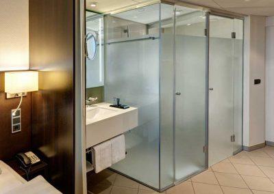 Park Inn Berlin Alexanderplatz Standard Room Bathroom